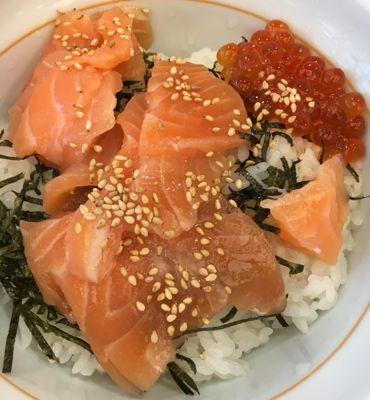 なか卯の海鮮サーモン丼