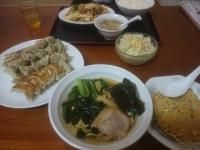 外食 餃子 麺
