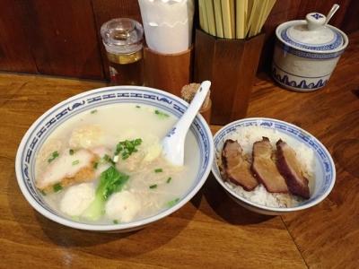 150927新記三宿本店Cセット雲呑魚蛋麺と叉焼飯を香港麺1080円