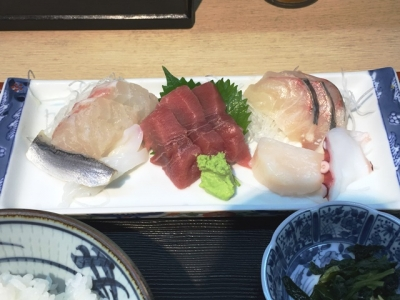 150928鈴木水産お刺身定食1000円タイ、コハダ、イカ、中トロ、カンパチ、貝柱、タコ