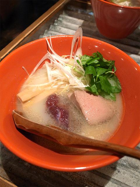 150607鶏豚きっちん池袋東口店-六感堂監修 ダチョウ出汁の塩そば