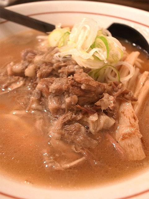 151229シマシマトム-牛骨醤油ラーメン・牛スジ