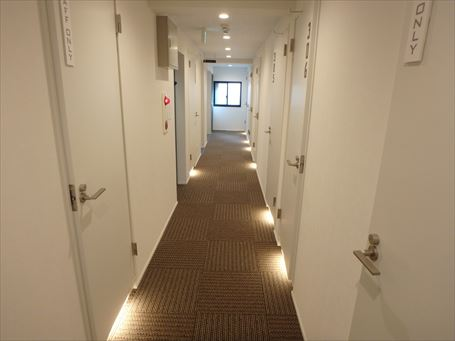 Kangaroo Hotel SIDE_B の廊下