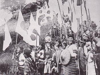 Taiwanese_Aborigines_who_shake_National_flag_of_Japan.jpg
