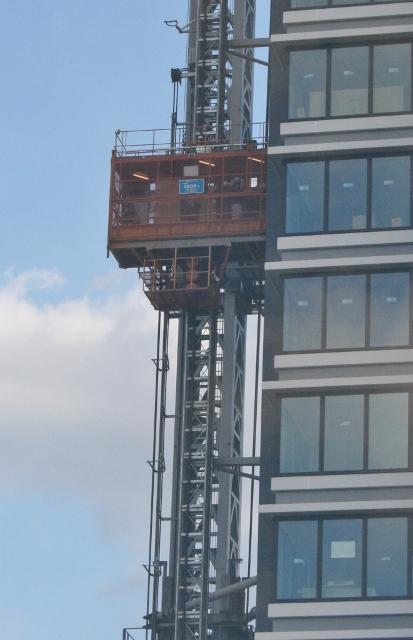 IMG_1824 工事用エレベーター(413x640)