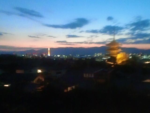 夕焼けの京都タワー