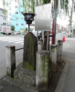 見返り柳の碑
