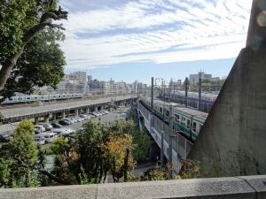 境内から眺める鉄道