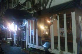 フロム・ロンドン・カフェ (2)
