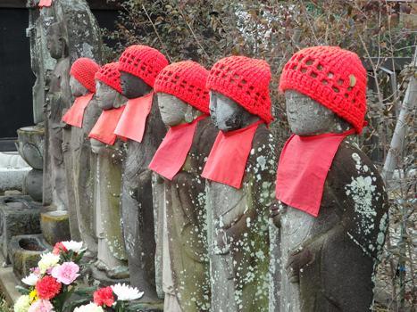 きれぎれの風彩 お寺の境内で 160224-11