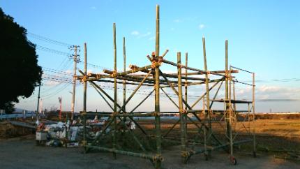 鳥小屋建設中