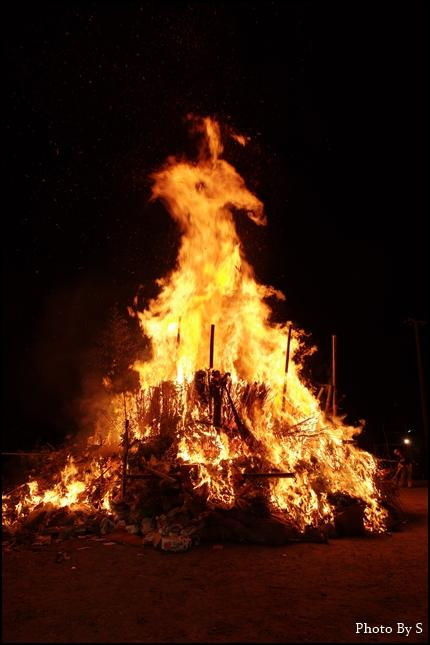 燃え上がる鳥小屋