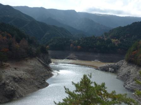 別子ダムのダム湖 1