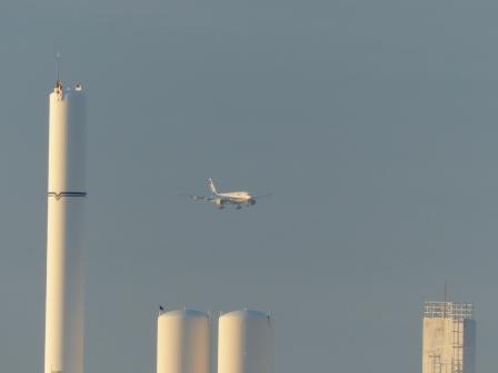 重信川河口から見た 飛行機 2