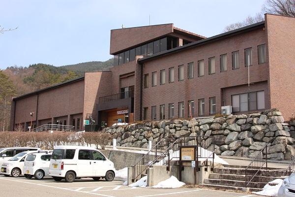 大町山岳博物館から鹿島槍ヶ岳を...