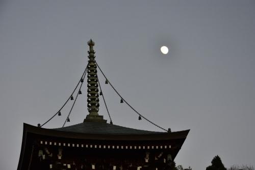 ④重願寺の月