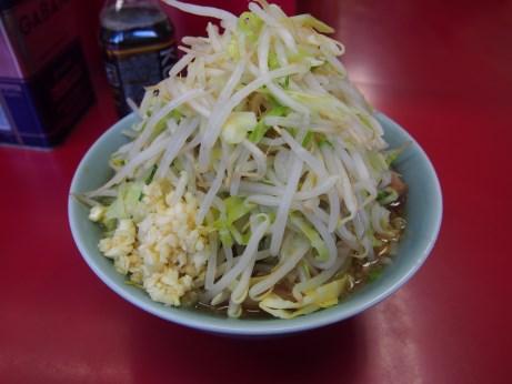 160221_中山駅前_小ラーメン_麺少な目_ヤサイニンニク