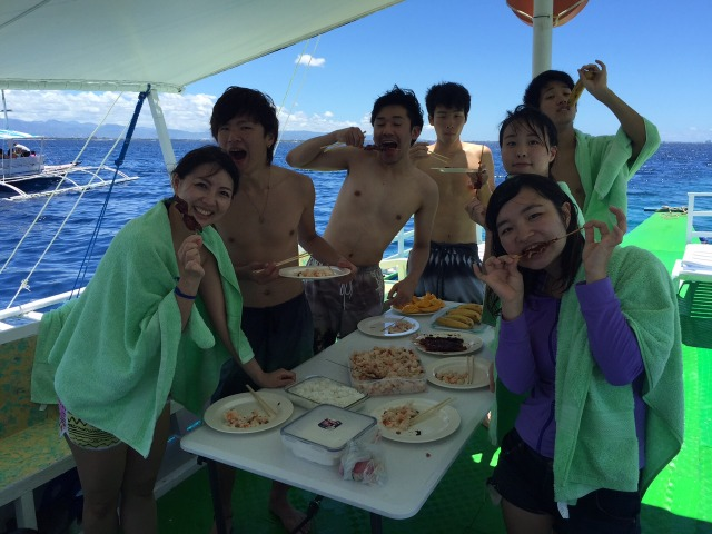 ボートで食事