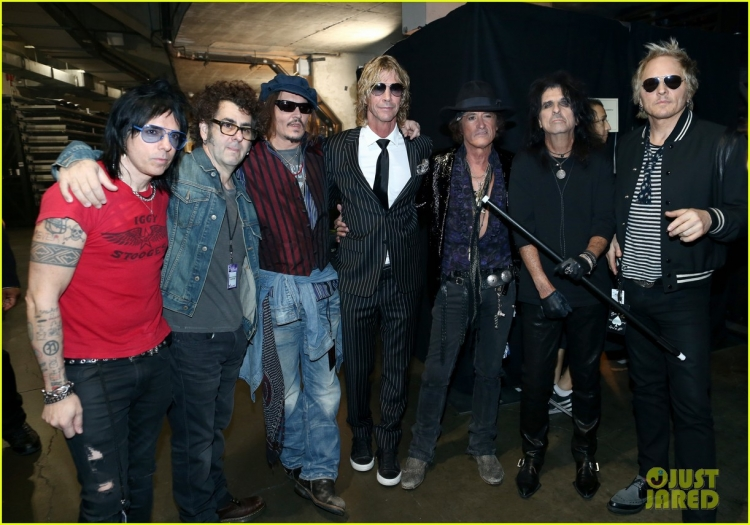 johnny-depp-hollywood-vampires-grammys-2016-01.jpg