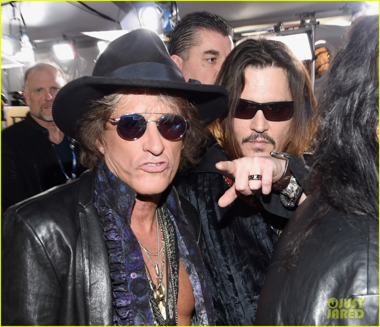 johnny-depp-hollywood-vampires-grammys-2016-03.jpg