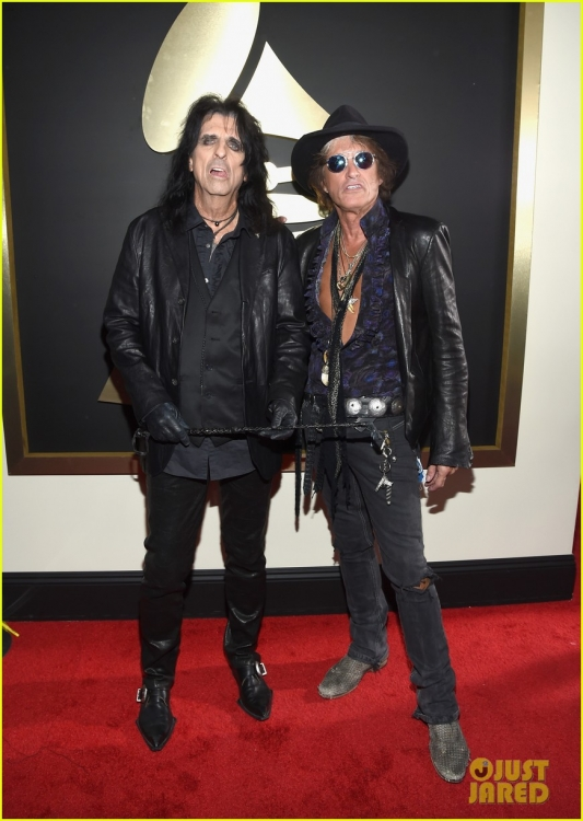 johnny-depp-hollywood-vampires-grammys-2016-04.jpg