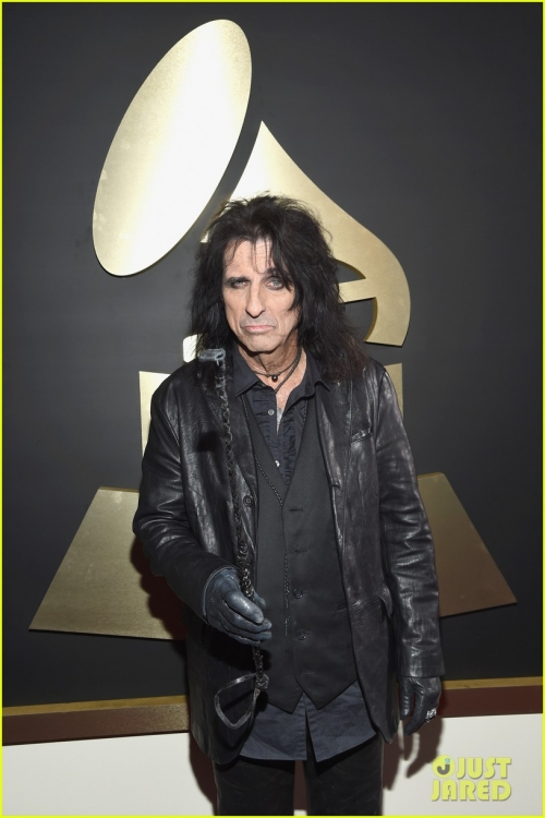 johnny-depp-hollywood-vampires-grammys-2016-07.jpg