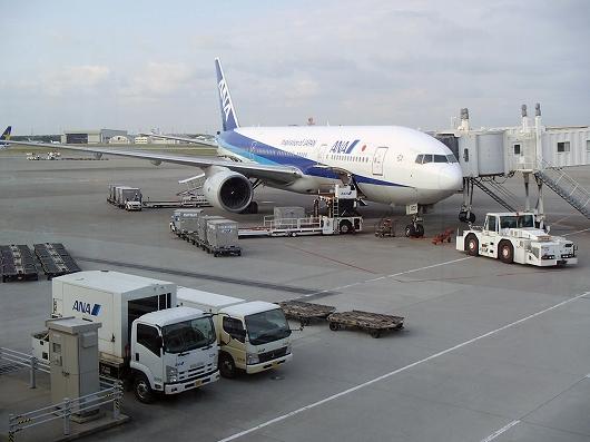 ANA便那覇空港20151030