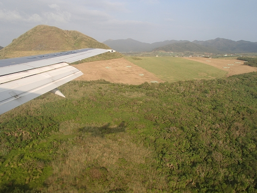 ANA便石垣空港着陸中04-20151030
