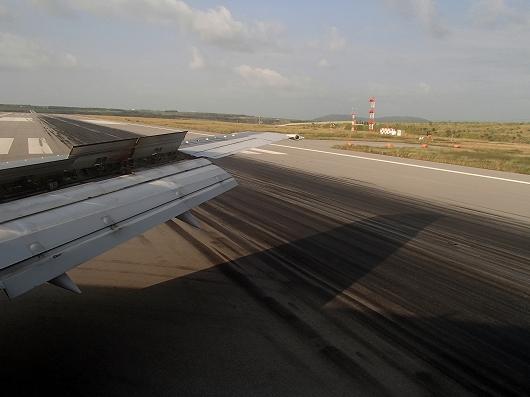 ANA便石垣空港着陸中12-20151030