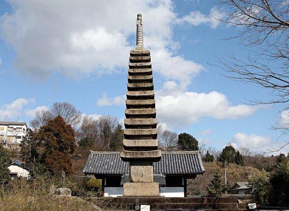 般若寺・十三重石塔