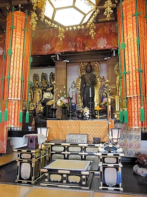 地蔵院椿寺の観音堂に祀られる十一面観音像