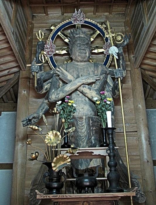 金勝寺二月堂に祀られる軍荼利明王立像