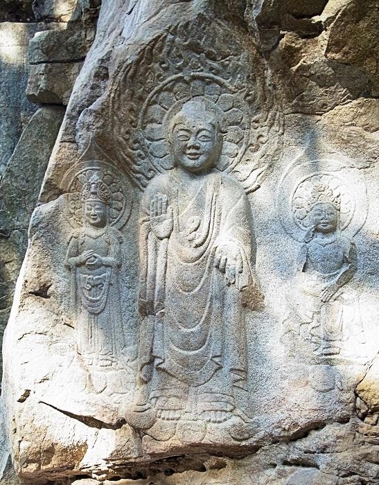 瑞山・磨崖三尊仏像