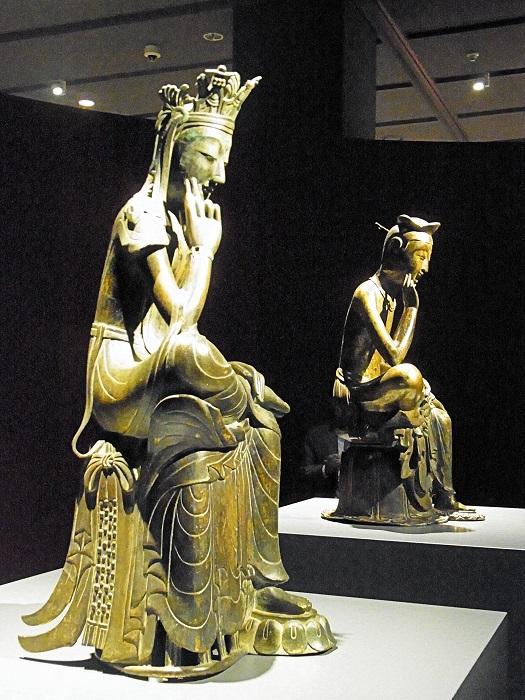 一室に展示される、韓国を代表する2体の金銅仏