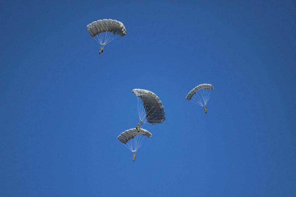 第一空挺団降下始め 073