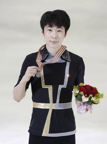 [スポニチ]ボーヤン1人メダル持って正面ポーズ