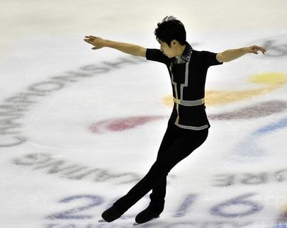 (AFP)ボーヤン、両腕横、横向き。綺麗な写真