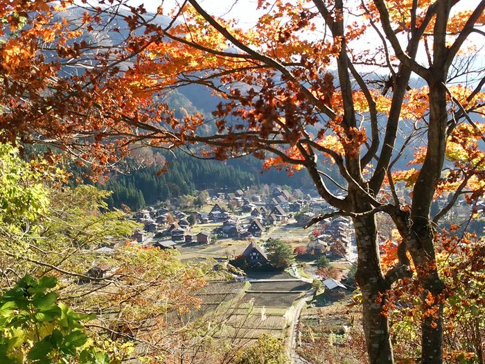 晩秋から初冬が良い季節。 紅葉や初冠雪など四季の移ろいが特に際立つ風景も ③