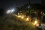 灯籠が並ぶ路地