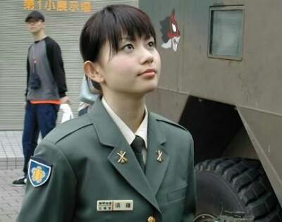 女性陸士長、公然わいせつ容疑で...