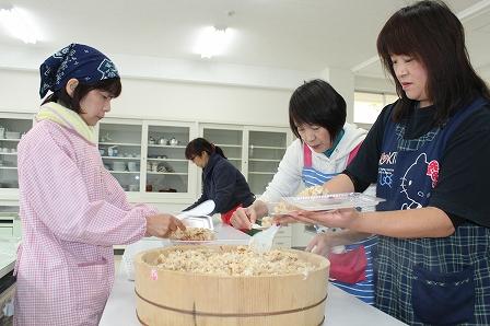 炊き出し (2)