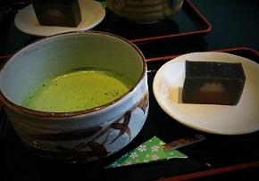 冬富士羊羹とお抹茶