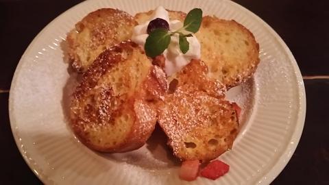 ブルーファーツリーフレンチトースト (1)