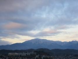 大山の上の雲