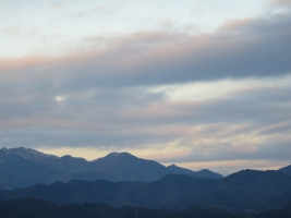 大山より右の雲