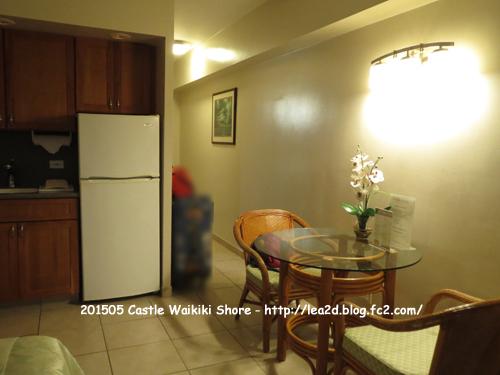 201505 キャッスルワイキキショア その2 スタジオタイプのベッドルームとキッチン