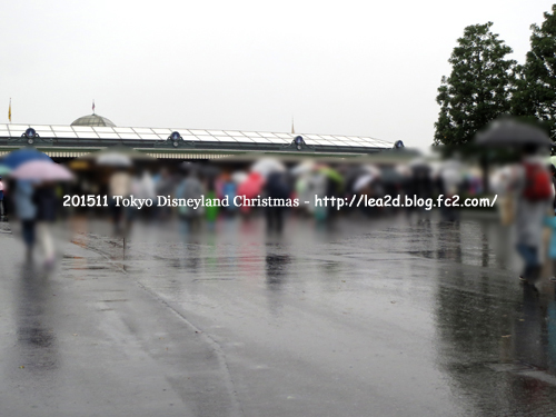 2015年 Tokyo Disneyland(東京ディズニーランド)のクリスマス 雨の日曜日 その1 混み具合と食べた物