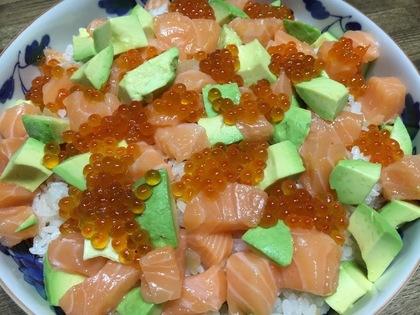 サーモン親子とアボカドちらし寿司