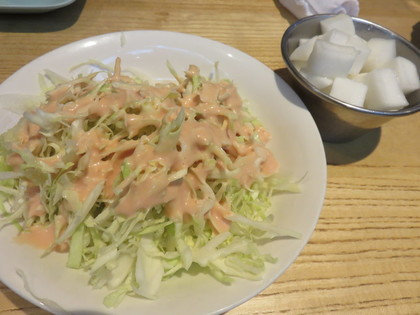 キャベツサラダと酢漬け大根