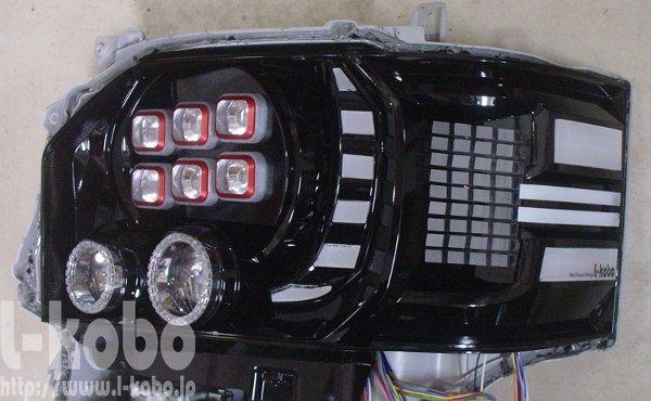 200系ハイエースのヘッドライト